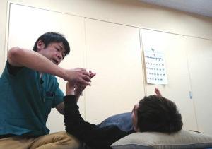 ①指を伸ばす運動